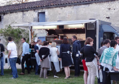Food-truck evening in the Cognac vineyards for a family tribe or a corporate event