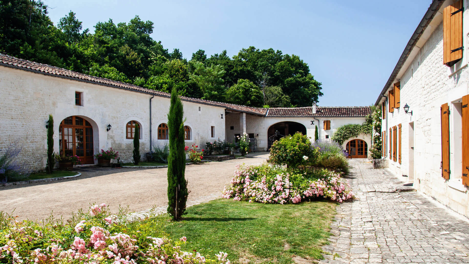 Découvrir un domaine viticole charentais du XVIIIe devenu demeure de charme
