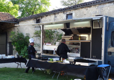 Food-truck party in the vineyard of Cognac for a family tribe or a company