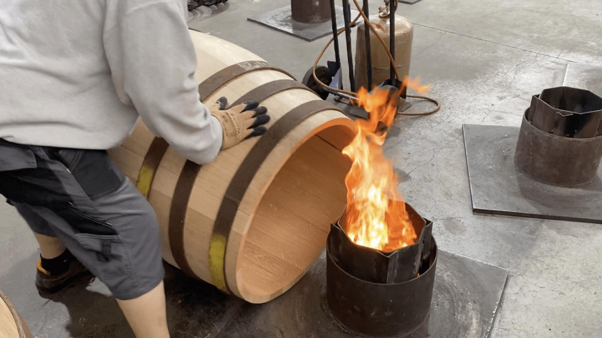 Découvrir les étapes de la fabrication d'un fût lors d'une visite de tonnellerie
