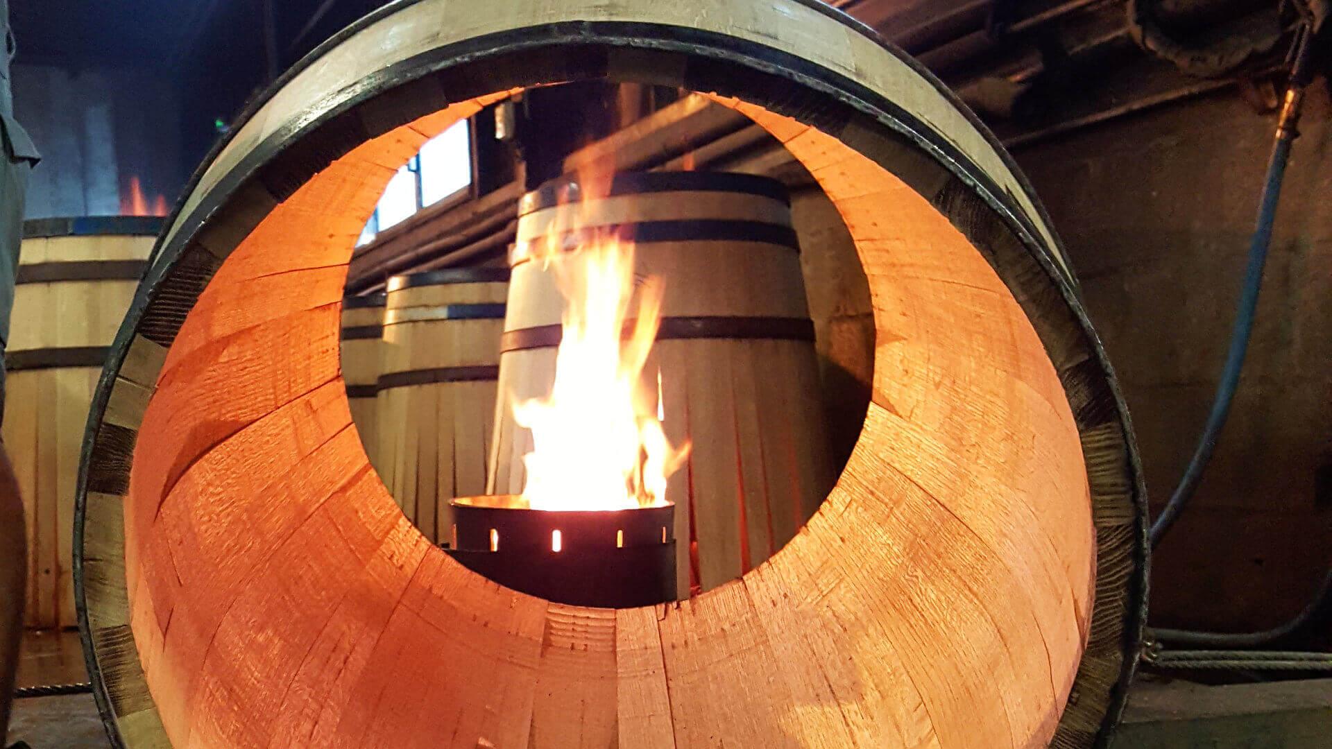 Des artisans indispensables au cognac - La visite d'une tonnellerie en activité