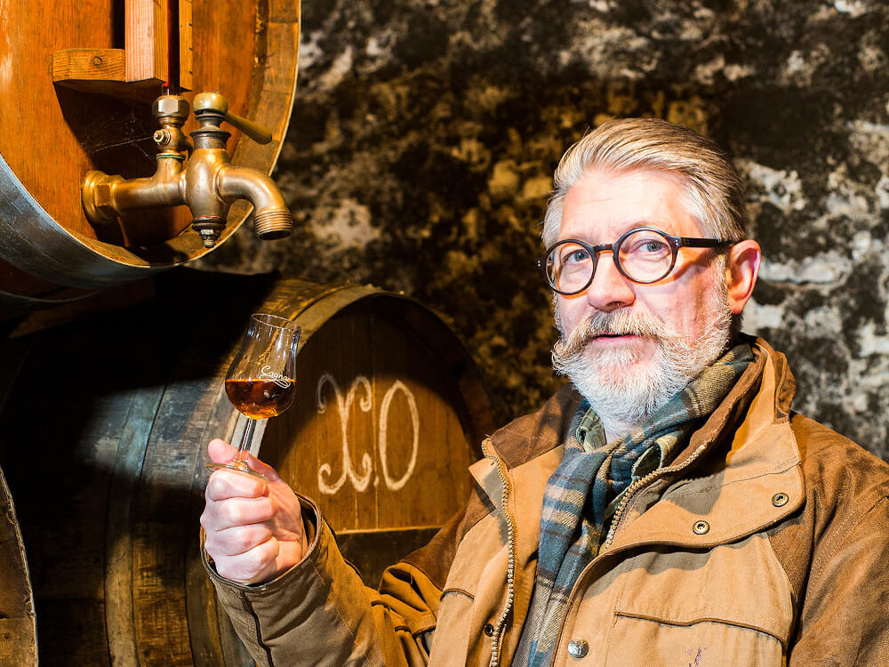 Jean-Luc, creator of the Cognac Tasting Tour agency, certified by WSET, your guide in the Cognac vineyards